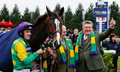 C9GKCD 26.12.2011 Sunbury, England. (L-R) Ruby Walsh and Kauto Star (FR), Owner Clive Smith and Trainer Paul Nicholls celebrate winning in the parade ring after the 15:10 William Hill King George VI Chase (Grade 1) (Class 1), part of The William Hill Winter Festival on Boxing Day at Kempton Park Racecourse